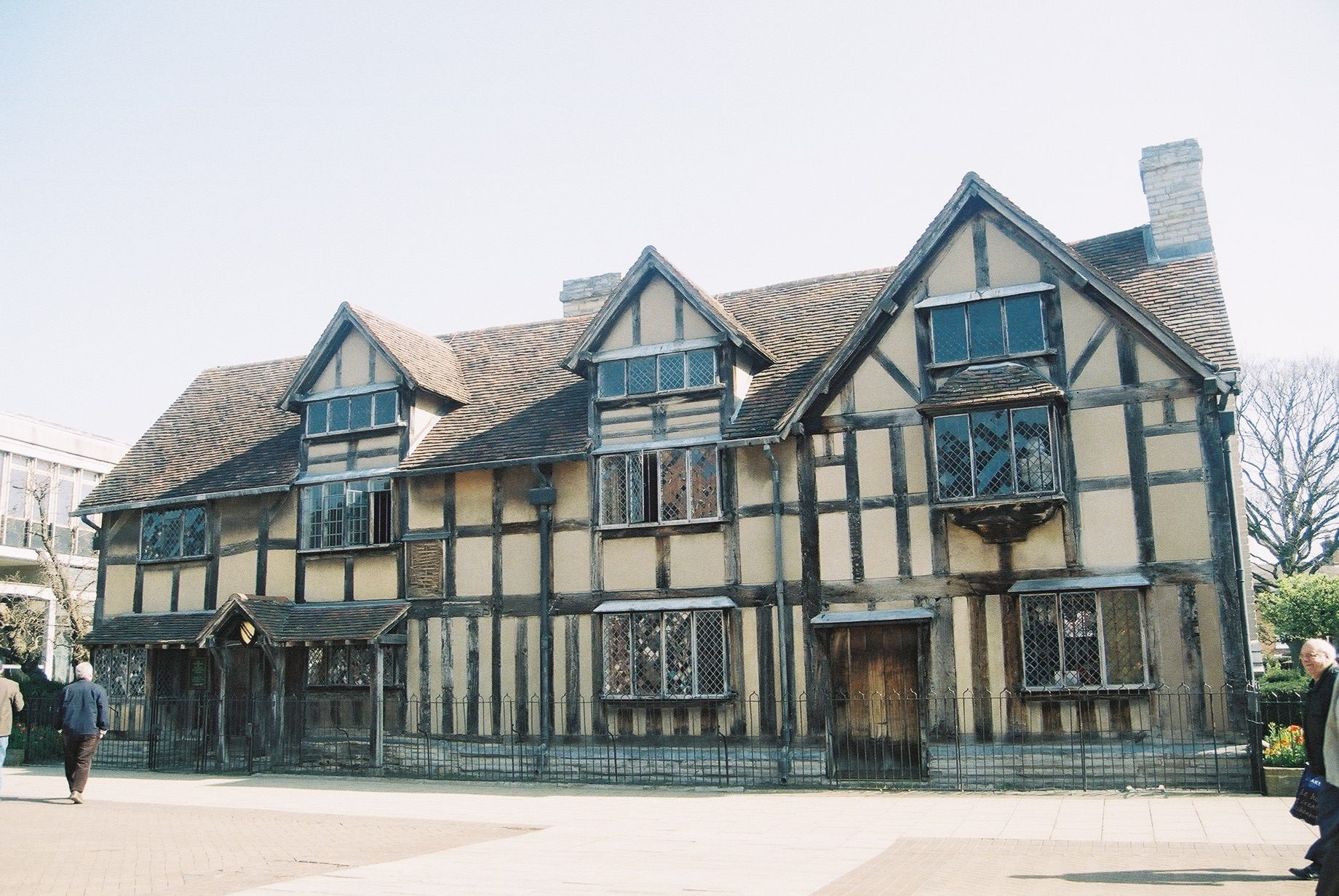stratford upon avon girls Enjoy shakespeare country with the 4-star mercure stratford upon avon shakespeare hotel set in the town centre, close to attractions visit accorhotelscom.