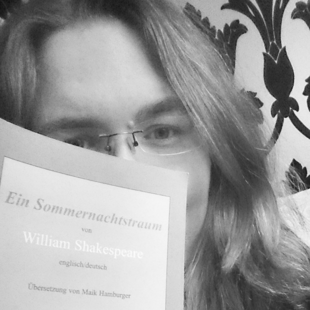 A selfie with my bilingual copy of A Midsummer Night's Dream. Craig Pearce, Baz Luhrmann's co-writer, apparently likes this picture of me, if you can trust his verified Instagram profile. :) ©Literati Girl