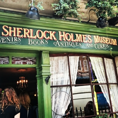 The most famous address on Baker Street, home to the world's most famous detective Sherlock Holmes and his friend, Dr. John Watson. Winding your way down on baker Street... Cue the saxophone 🎷 ©studyreadwrite