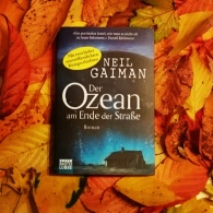 One of my all-time favourite books. The Ocean at the End of the Lane by @neilhimself. Though I prefer the English version, the German version does it justice! #bookstagram #neilgaiman #oceanattheendofthelane #multilingual ©theliteratigirl