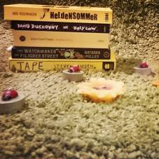 #fallintoreads Day 8: Black & Yellow Books. #bookstagram #likeabee ©theliteratigirl